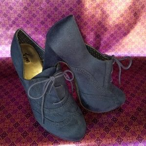 Fioni by Payless. Navy High Heel Oxford, size 12